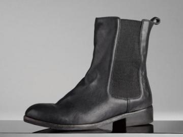博柏丽黑色经典切尔西洗旧款小牛皮靴