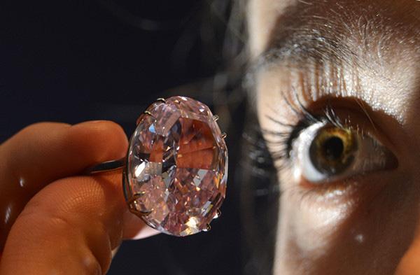 苏富比粉色钻石拍出8300万美元纪录价