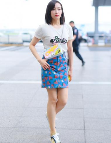 时髦精必须拥有!这条短裙还能再流行十年