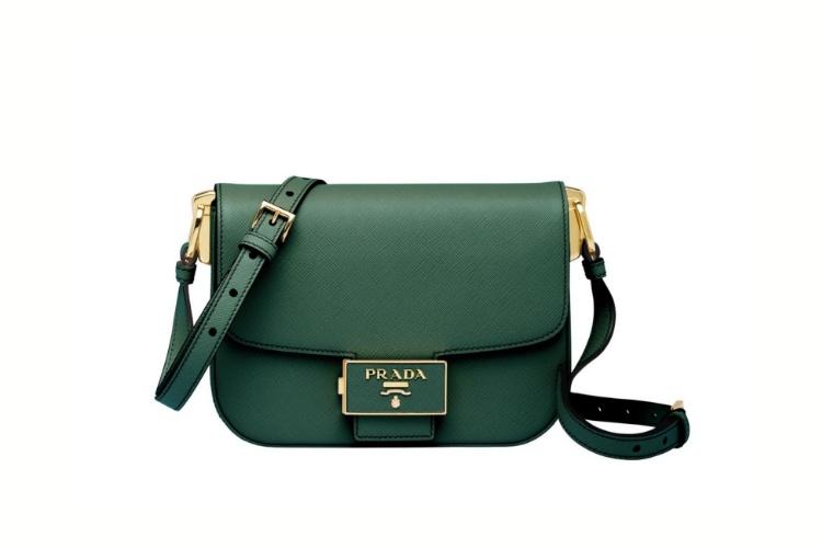 Chanel、Celine到Dior全都推出「夜幕绿」? 原来跟iPhone 11 最搭的包就是这5款-3
