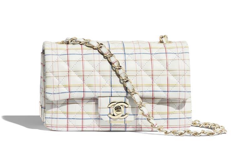 Chanel也能很可爱! 经典包款换上粉嫩格纹新装,背上逆龄成大学生-2